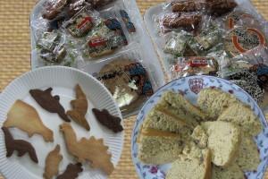 炊飯ケーキと恐竜ビスケット